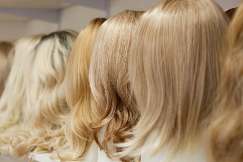 Peruki mieszane blond